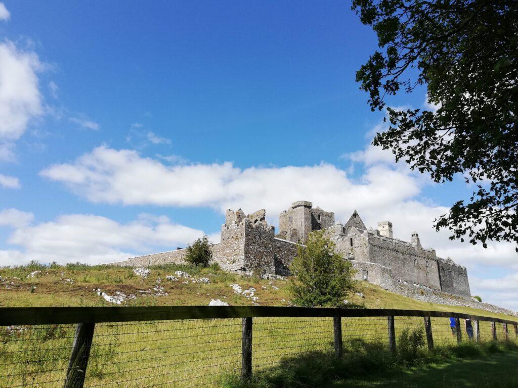 Het ,indrukwekkende Mount Cashel in Ierland
